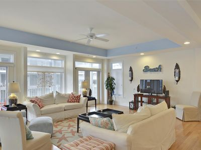 Photo for Spacious Mid-town Decorator Showcase with Space for 12