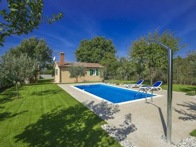 Photo for Small holiday home with pool in untouched nature near Poreč