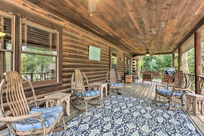 This vacation rental cabin boasts a fantastic furnished deck.