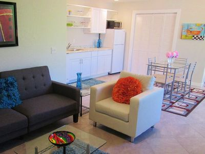 Stunning New Cottage, 15-min Walk to Plaza, Parks, Downtown. Sparkling Clean!