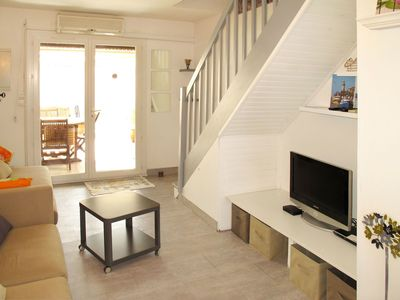 Photo for Cosy apartment for 4 guests with A/C, TV, balcony and pets allowed