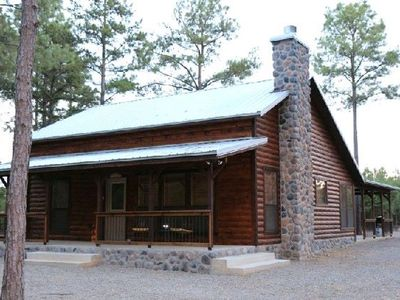 Hochatown Cabin Rental   Okie Hideaway Is A 2 Bedroom Luxury Rental Cabin  Near Beavers Bend