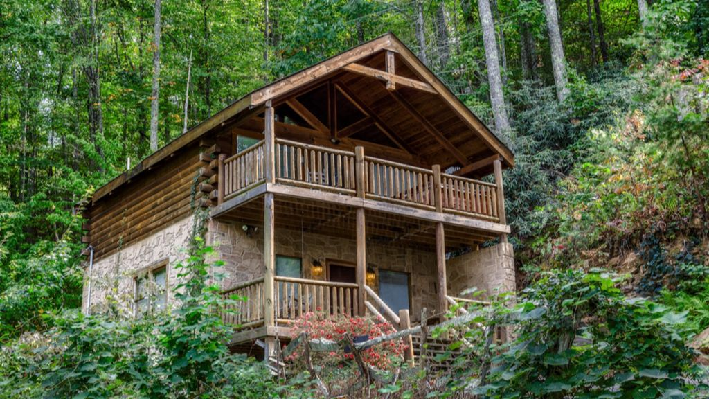 Very private mtn cabin night view great too between pigeon for Private secluded cabins in pigeon forge