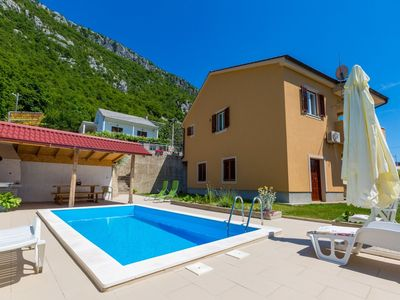 Photo for Adorable holiday home with private pool and great covered terrace!