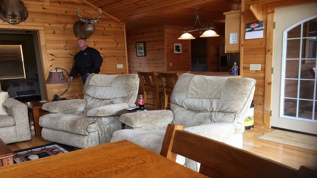 Property Image#3 Comfortable And Secluded Cabin On The White River