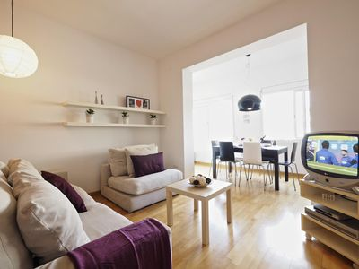 Photo for Suite Pop Art apartment in Eixample Dreta with WiFi, air conditioning & lift.