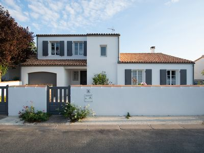 Photo for Beautiful Rhetish house 50 m from the beach of La Cible
