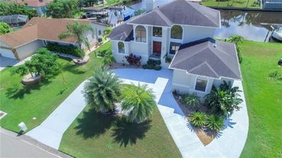 Photo for Villa Golf Island w/dock, Pool, Pool Table, Game Room and Gym
