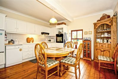 Kitchen diner (seats 6), fully fitted kitchen, oven, hob, fridge, dishwasher.