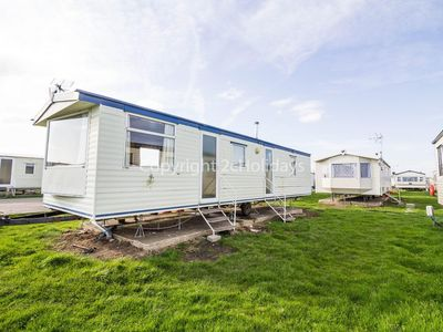 Photo for Caravan for hire at St Osyths beach holiday park in Essex ref 28005G