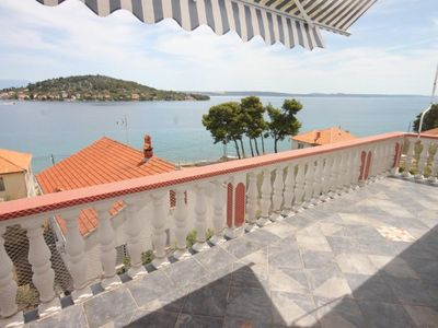 Photo for Comfortable and spacious apartment with terrace and sea view Kali (Ugljan)