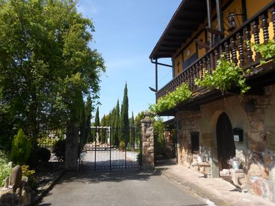 Photo for House with pool, tennis court 4000m garden, terrace, barbecue ..