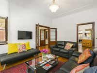 Lovely Art Deco unit - very comfortable and conveniently located