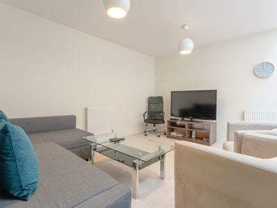 Photo for 2 Bed Townhouse in Shepherds Bush