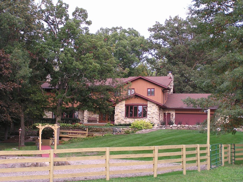 A Unique Country Getaway Just Minutes From Downtown Madison Wi Vrbo