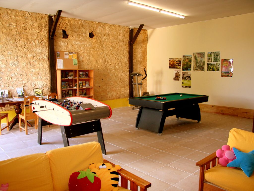 REVISED PRICES FOR MAY & JUNE! Heated pool,free pitch&putt,wi fi and much more! HA 8633861