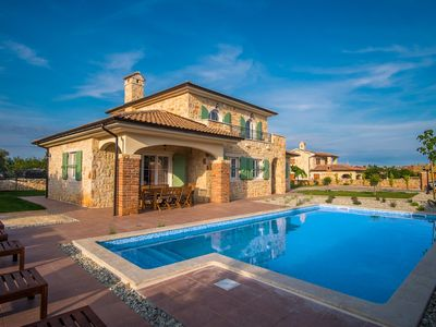 Photo for Holiday house with pool, terrace and 4 bathrooms