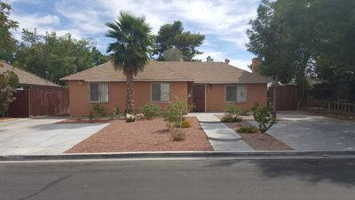 Photo for Beautiful Remodeled 5-Bedroom Home;  5 Min From Strip