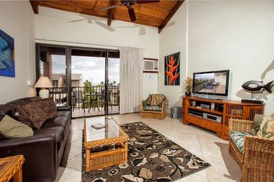BRIGHT AND SPECIOUS LIVING ROOM WITH A GREAT VIEW.