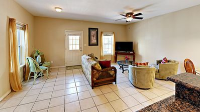 Relaxed Condo w/ Community Pool - 2 Minutes From Beach