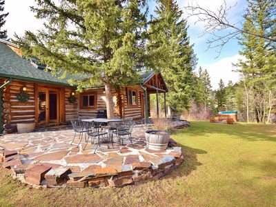 Top Rated Charming MT Cabin w Hot Tub, 10min Dwtn, MSU, 1hr Big Sky/Yellowstone
