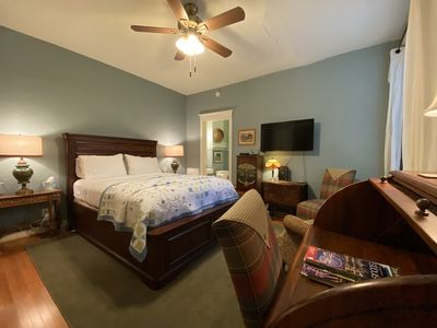 Welcome to the Bennett, a studio apartment in the heart of St. Louis' Central West End.