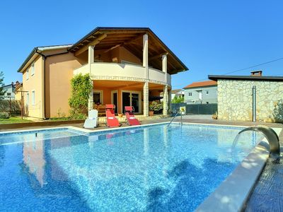 Photo for Large villa with private pool, 6 bedrooms, barbecue, air conditioning, washing machine, garden, barbecue and wireless internet