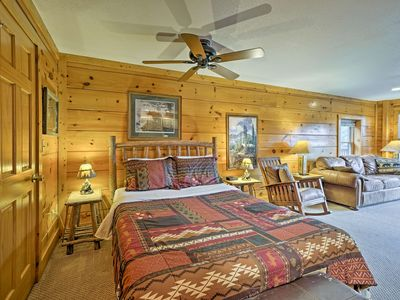 Photo for Pigeon Forge Resort Studio Cabin Mins to Dollywood