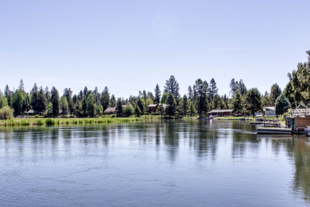 Wonderful home on the Deschutes river with a private dock! - Bend