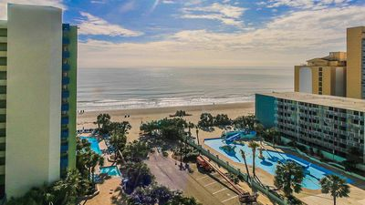 Beautiful ocean view studio condo, with pool and wifi