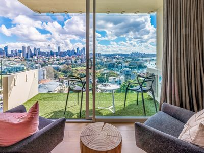 Photo for Iconic Sydney Harbour Views in  Sydney's Darling Point - Close to Harbour Ferry