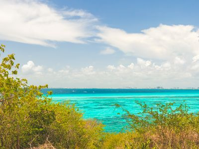 Photo for Breathtaking turquoise Caribbean view