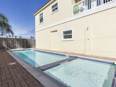 Photo for Charming Condo with Pool! 1/2 a block to the Beach, Restaurants & Entertainment!