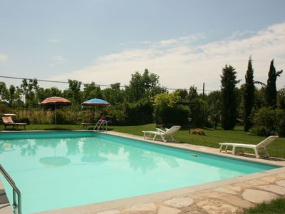 Photo for Stunning private villa for 8 guests with WIFI, TV, pets allowed and parking, close to Cortona