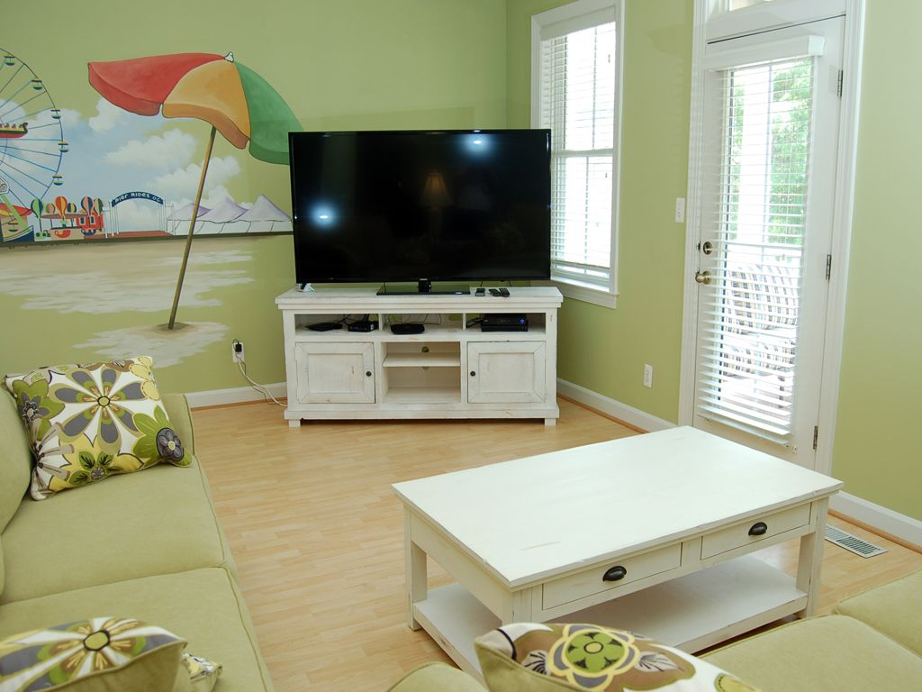 Spacious Updated Townhome - Short Walk to Pools & Clubhouse!