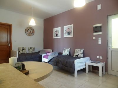 Common area with honor with 2 beds