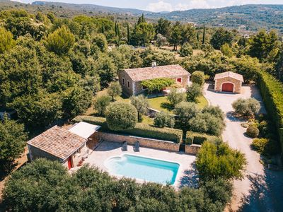 Photo for Charming country house in the heart of the Luberon