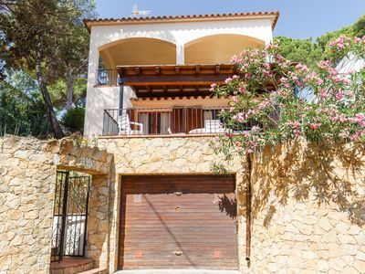 Photo for Bungalow with pool access - 300 m Pals beach (CV 2H 623)