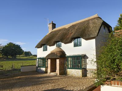 Photo for Beautiful self-catering cottage in Dorset with stunning en-suite bedrooms