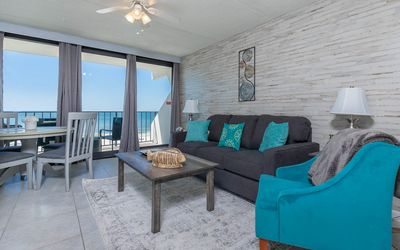 Island Winds **Beach Front Two Bedroom**