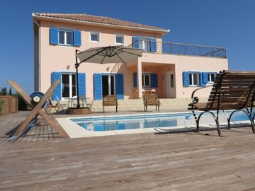Search 590 holiday rentals