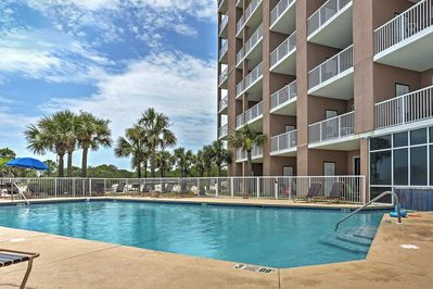 Escape to the sandy beach and stay at this 1-bedroom, 2-bathroom vacation rental condo in Gulf Shores.