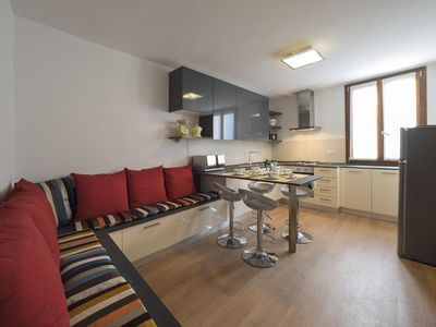BRIGHT 3-BEDROOM APARTMENT WITH WI-FI AND WASHING MACHINE