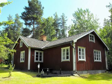 Quiet nature home, family friendly, forest, meadows and fields, close to the lake