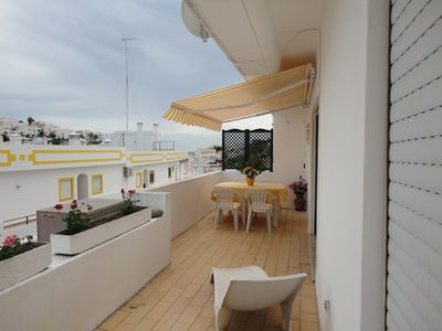 Photo for Apartment with pool, internet, air conditioning, a few meters from the beach