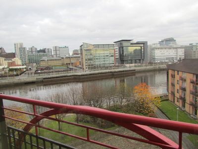 Photo for Glasgow Waterfront Apartment Short Walk To City Centre