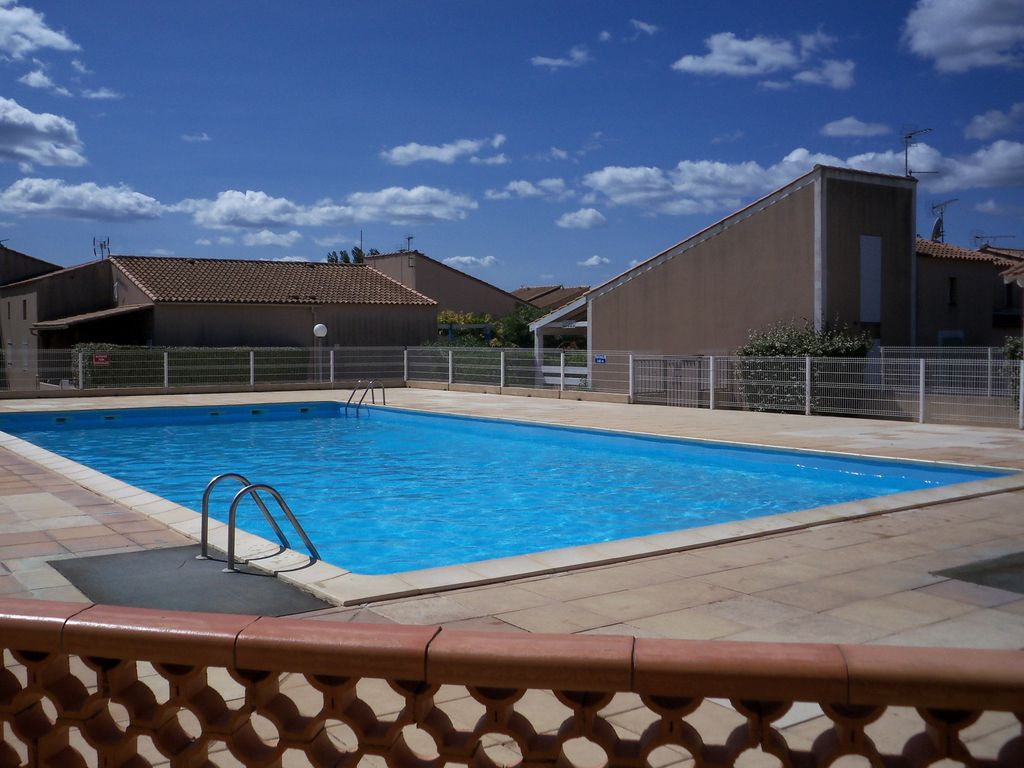 Villa in residence swimming pool at 150 m beach parking for Alarme piscine home beach
