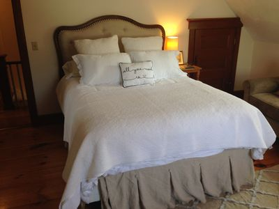 Sea Biscuit Room: queen bed with private bathroom