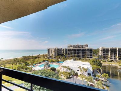 Photo for Penthouse Remodeled Beachfront Condo on Longboat Key, Panoramic view of the Gulf of Mexico, Stunning