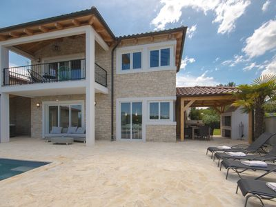 Photo for Wonderful villa with the heated swimming pool in Istria